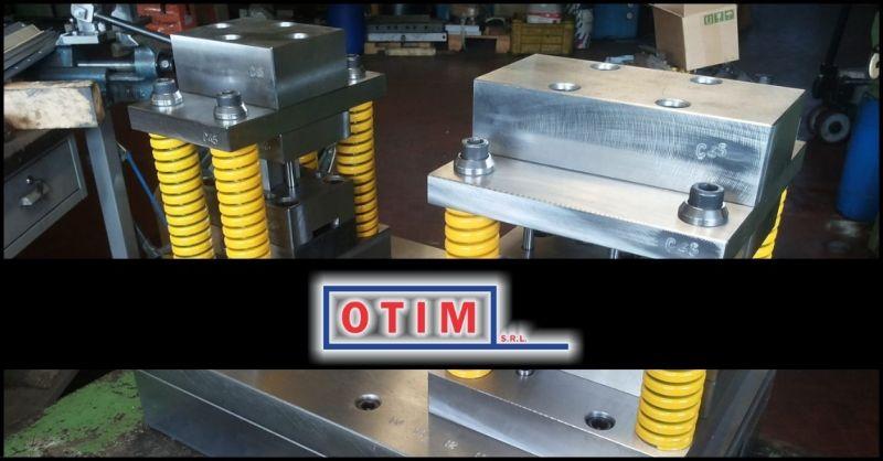Italienisches Unternehmen, spezialisiert auf die Entwicklung und Herstellung von Metallformen