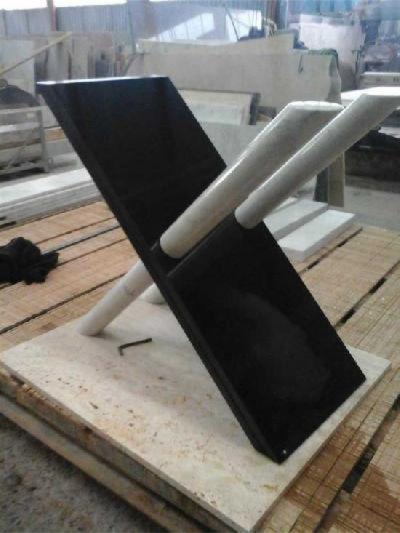 base in granito nero e marmo bianco per tavoli