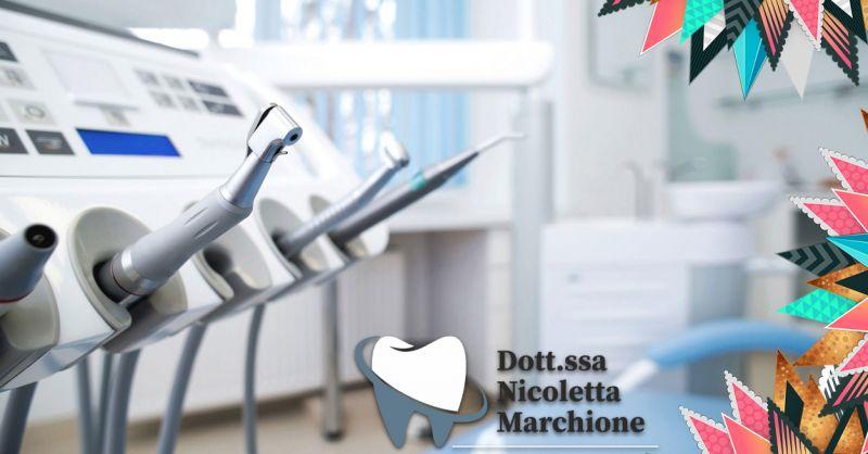 Offerta dentista per impianti dentali invisibili Pesciera del Garda - Occasione Applicazione apparecchio invisibile per denti