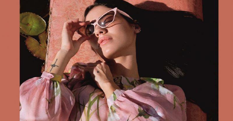 offerta occhiale da sole colorati e giovanili - promozione occhiali da sole per ragazze e donne