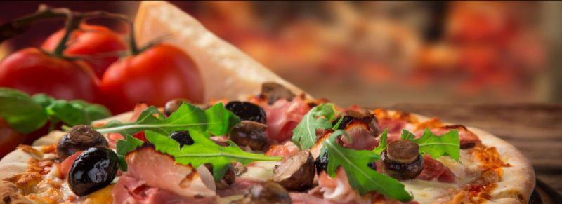 offerta specialità pizza cotta forno a legna - occasione mangiare pizza in centro a trieste