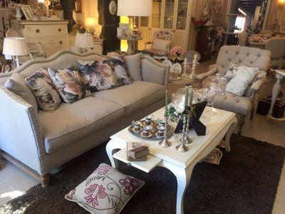 soggiorni salotti divani e poltrone in stile shabby da casa antica arredamenti