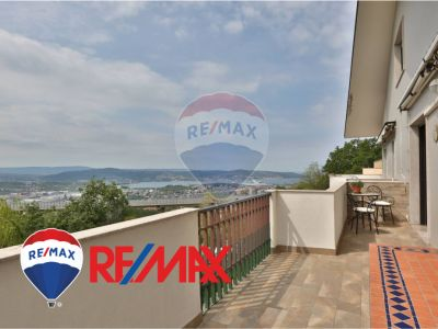 remax enterprise appartamento bilivello vista mare affare zona residenziale colle cattinara
