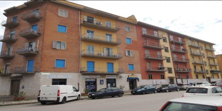 agenzia immobiliare centro propone in vendita appartamento viale delluniversita zona centro