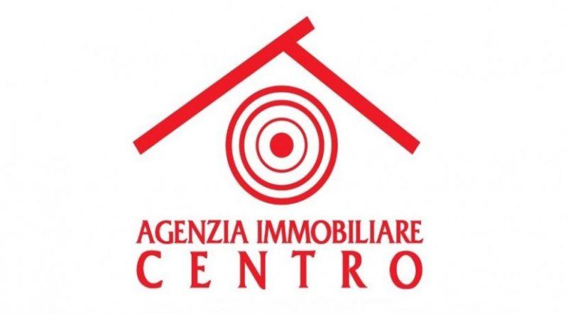agenzia immobiliare centro propone in vendita al centro della zona alta posti auto recintati