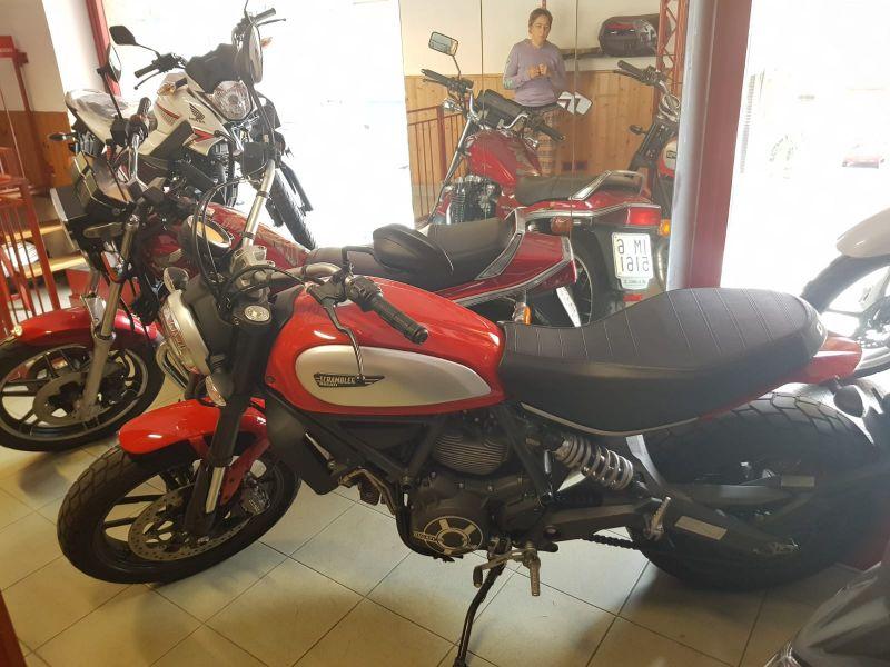 Labriola Moto Ventimiglia (IM) - Offerta Moto Ducati Scrumbler modello 810 icon red anno 2015