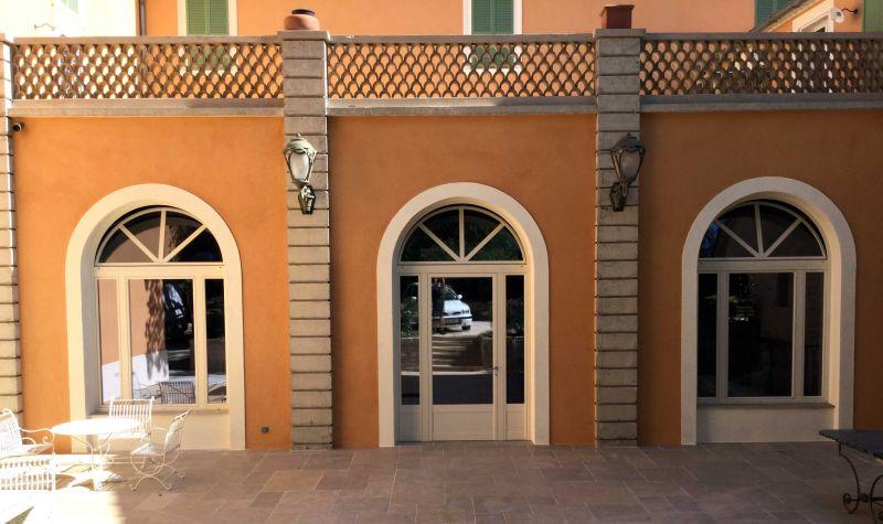 Serramenti profilo taglio termico Classica con wasistas centinato | SERALL Serramenti Imperia