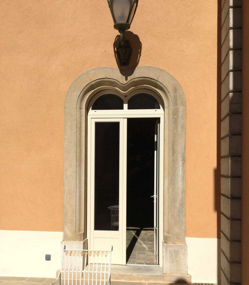 Serramento con doppio arco fisso nella parte superiore | SERALL Serramenti Imperia